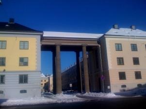 Innkjørselen til Knud Graahs gate, sett fra Hans Nielsen Hauges gate.