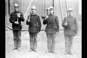 Brannmenn fra 1890. Bilde: Oslo Byarkiv, http://www.flickr.com/photos/byarkiv/